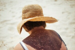 beach-sand-sun-woman-spring-hat-127939-pxhere.com