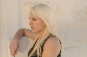 blonde-sunset-pensive-yellow-rustic-wall-1592053-pxhere.com