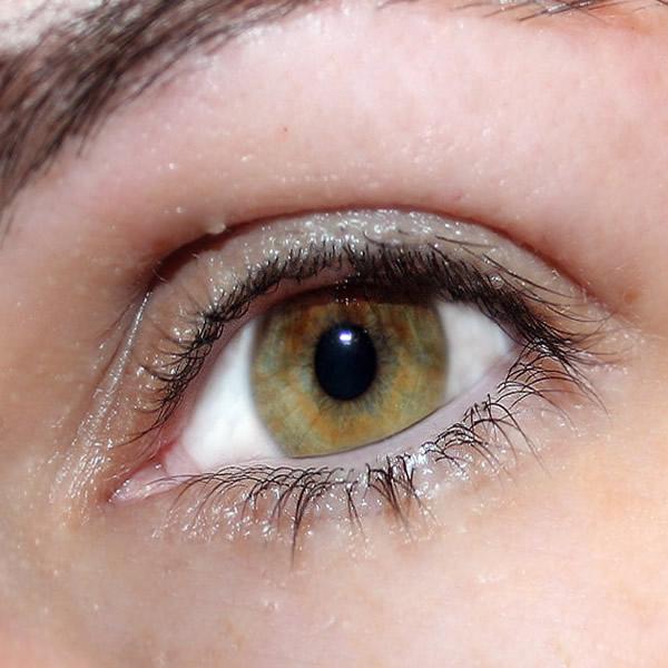 Retrouvez sur Illicopharma des conseils pour traiter en douceur le contour des yeux.