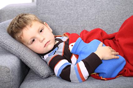 Les enfants peuvent avoir des nausées et vomissements pour diverses raisons