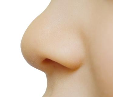 Le saignement de nez peut être impressionant mais il est souvent bénin