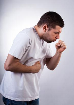 La toux peut être provoquée par divers facteurs, il est important de la traiter en fonction de son type
