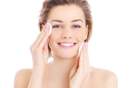 La peau mixte présente des zones grasses par endroit et sèches à d'autres ce qui peut rendre le traitement compliqué